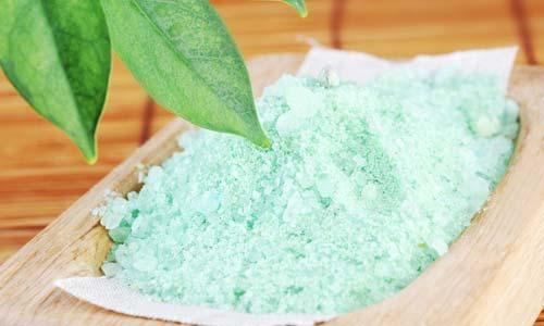Обертывание морской солью против целлюлита