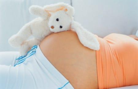 Шугаринг для будущих мам: есть ли опасность?