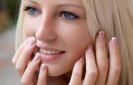 Уколы гиалуроновой кислоты в носогубные складки