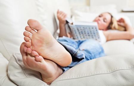 Как бороться с потливостью ног: препараты, лечение