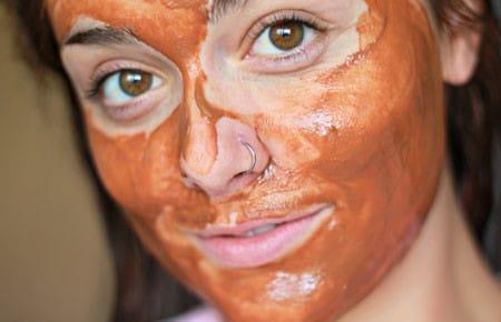 Маски из красной глины для ухода за кожей